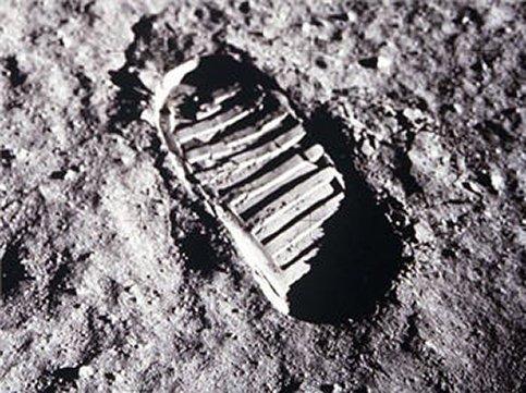 Ils ont marché sur la lune dans Espace Premier-pas-LUNE