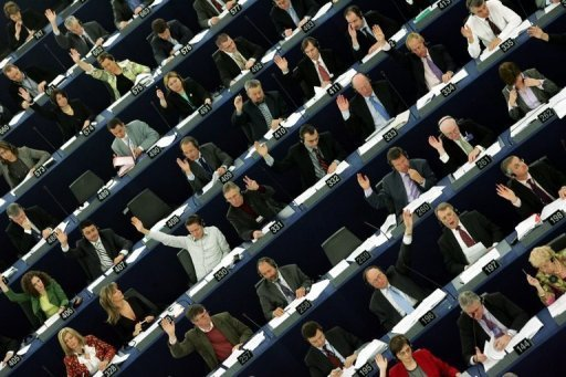 Bravo le parlement dans Politique Europeenne 1063614767_supervision_bancaire_les_deputes_europeens_cra
